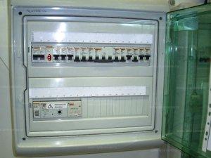 Особенности устройства проводки на чердаках и подвалах